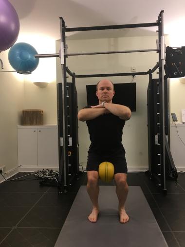 ball-squat-2